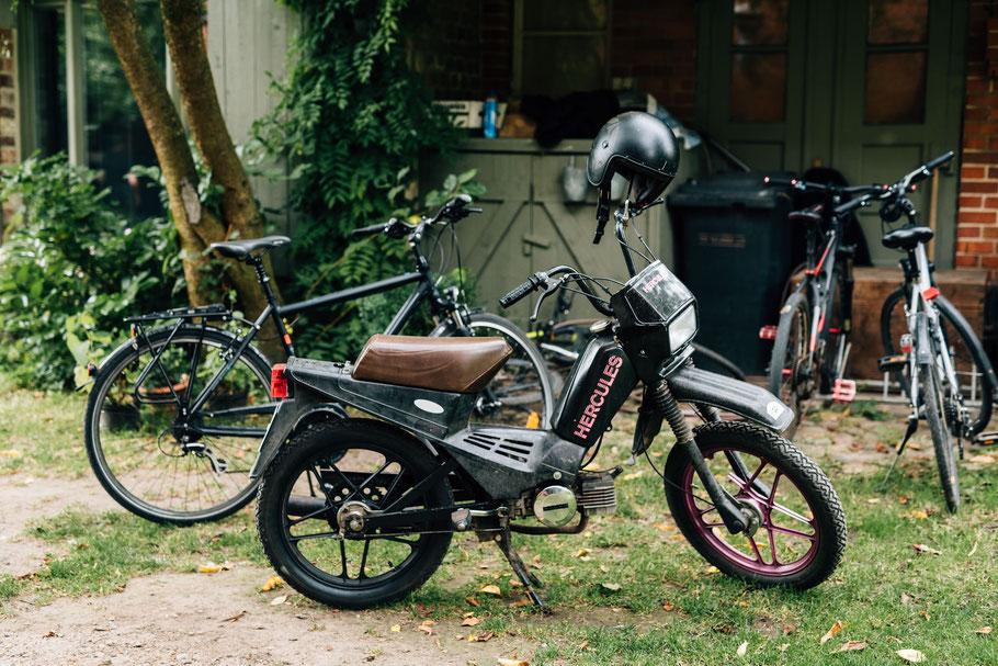 Motorräder auf dem Gut Mönkhof in Lübeck