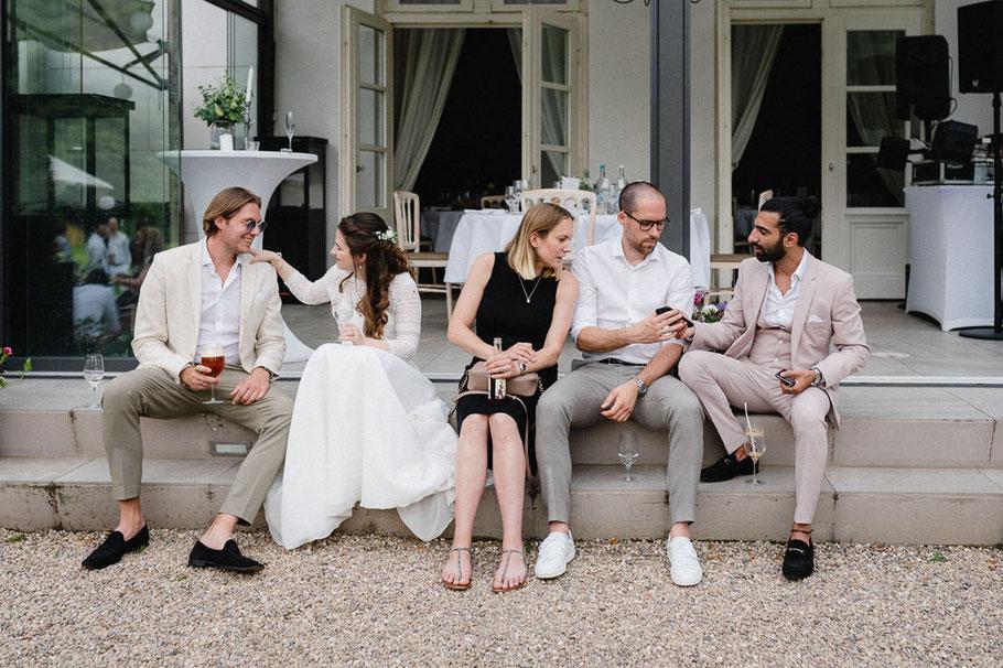 Stilleben Hochzeit Handy Gespräch