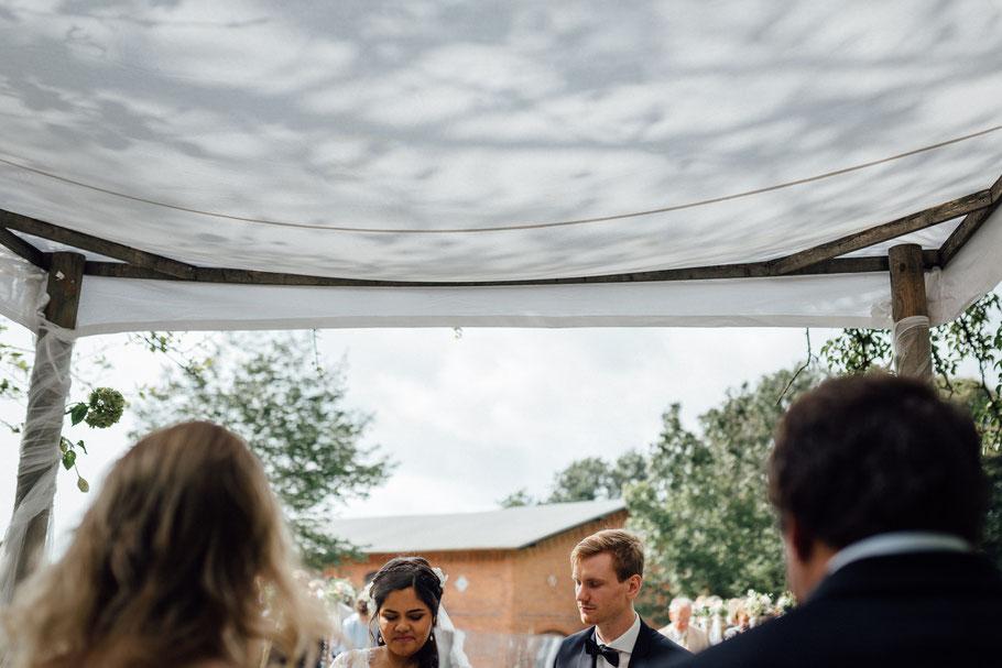 Hochzeit während des Gebetes