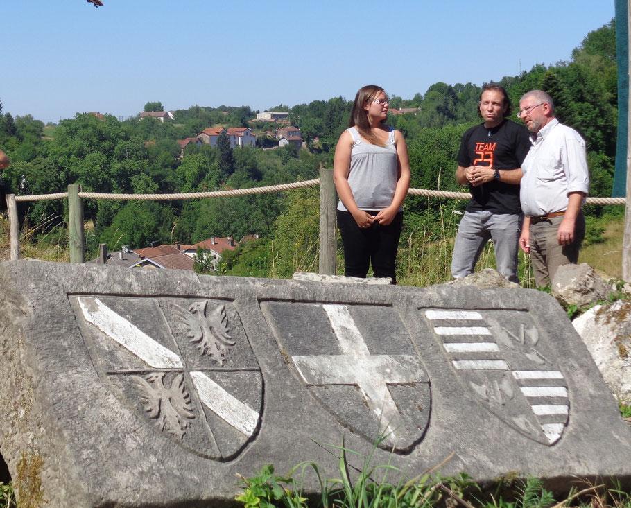 Aurélie Bertrand et Xavier Durupt accompagnent Philippe Candeloro sur le chantier du Donjon