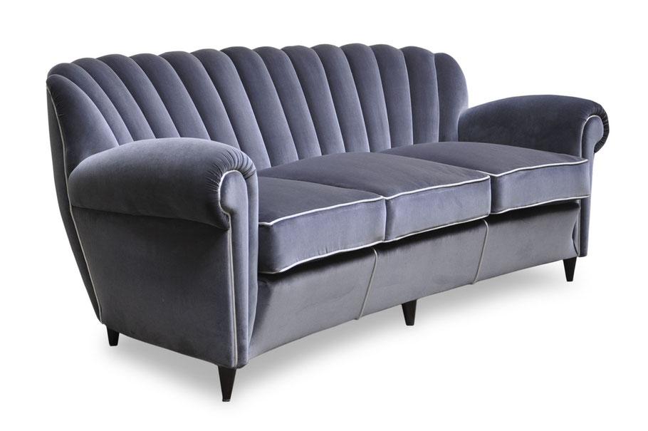 Clicca per accedere allo shop online del divano vintage restaurato e rifoderato in velluto di cotone Dedar