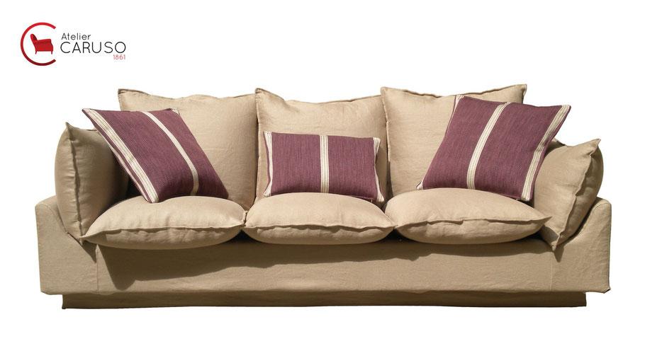 divano vintage rifoderato dall'Atelier Caruso 1861