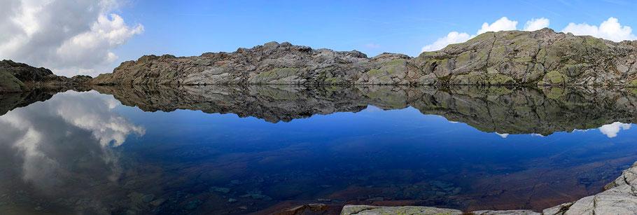 Le Lac Noir (2550 m) dans les Aiguilles Rouges - Chamonix