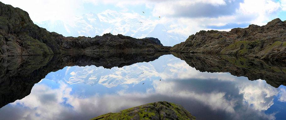Reflets du Mont-Blanc dans le lac Noir (2550 m) Aiguilles Rouges - Chamonix