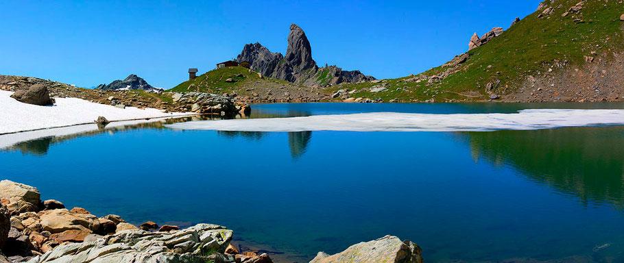 La Pierra Menta, se mirant dans les eaux du Lac de Presset (2514 m) Beaufortain.