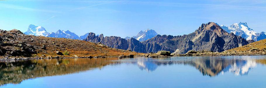 Lac Supérieur des Gardioles (2725 m). A l'arrière plan le massif des Ecrins.