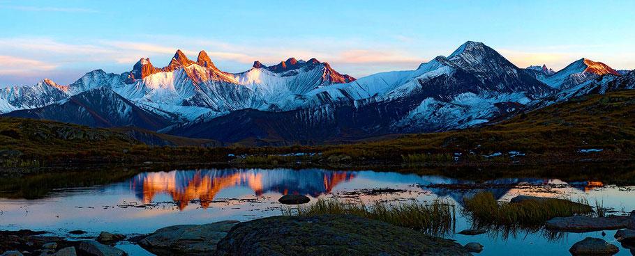 Reflets des Aiguilles d'Arves dans le Lac Guichard (Sud Maurienne, en Savoie)