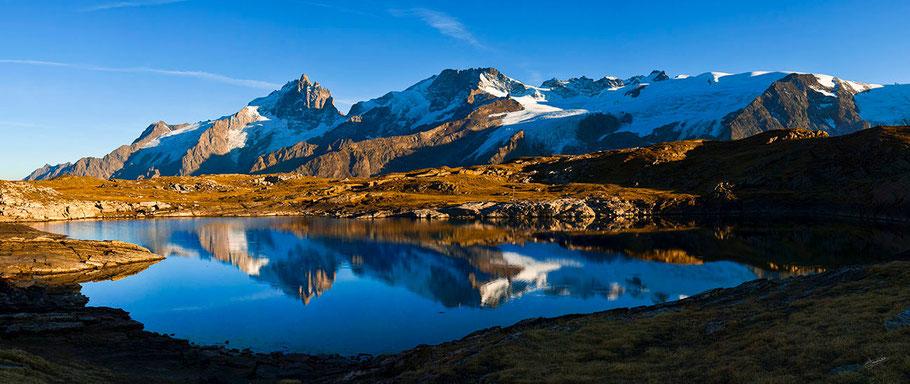 Le Lac Noir, dans l'Oisans (2458 m), face à la Meije, le Rateau et le glacier de la Girose