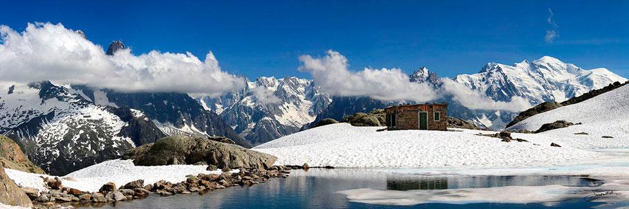 Le lac Blanc, face à la chaine du Mont-Blanc