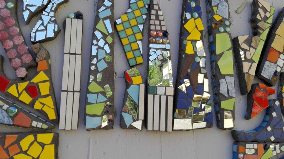 Kunst am Bau mit Schüler in Ensdorf mit Roswitha Farnsworth, Künstlerin