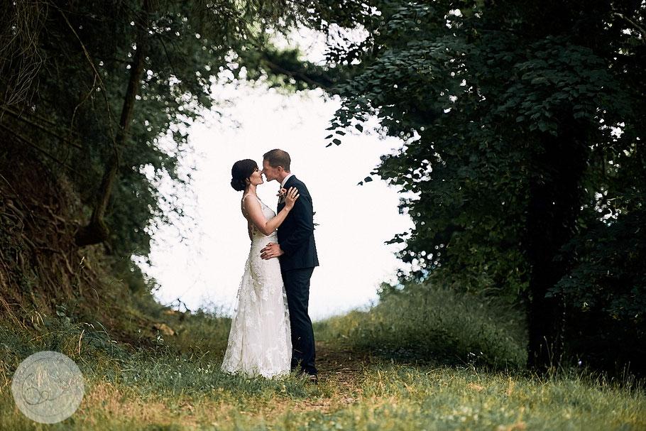 Portrait-Hochzeit-Rhein-Burg-Braut-DIY Hochzeit