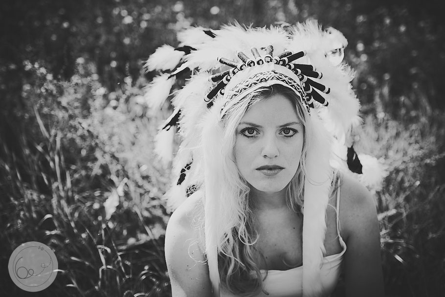 Portrait-lifestyle-Frau-Indianer-war bonnet