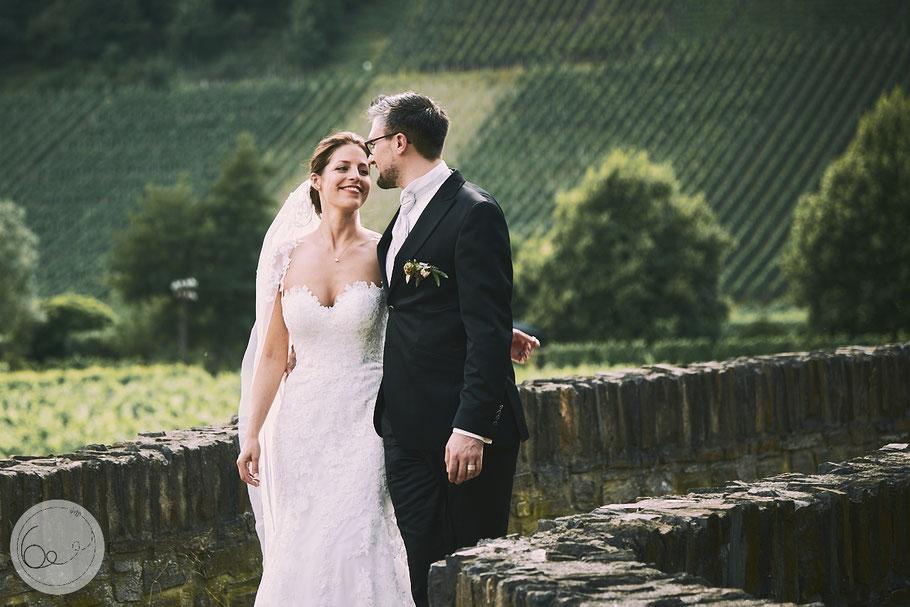 Hochzeit-freie Trauung-Weinberge-Sonne-Paarshooting