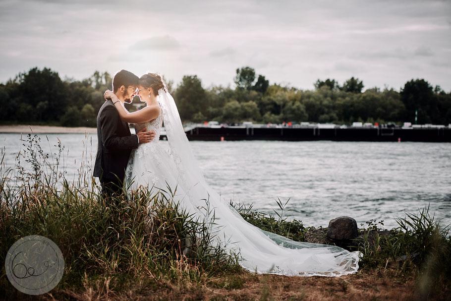 Hochzeit-Brautpaar-Rhein-Sonnenschein-Glück