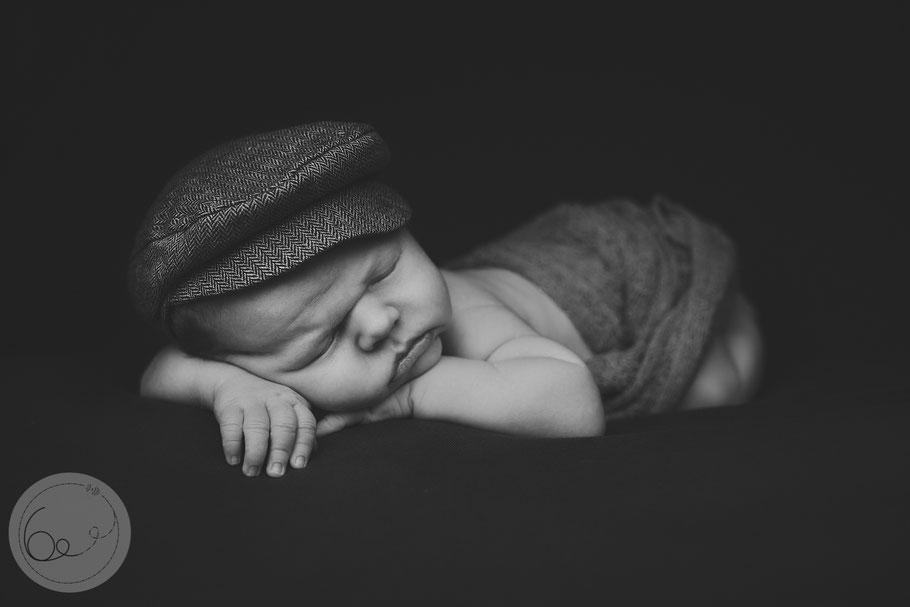 Newborn-baby-familie-stillen