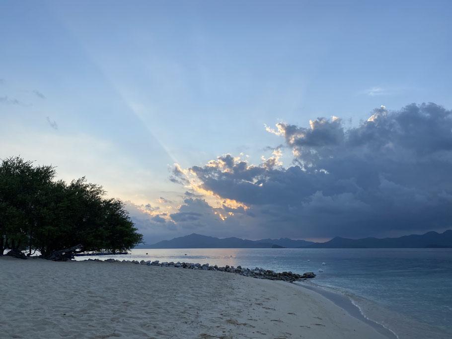Sonnenuntergang auf einer der zahlreichen Inseln um Palawan