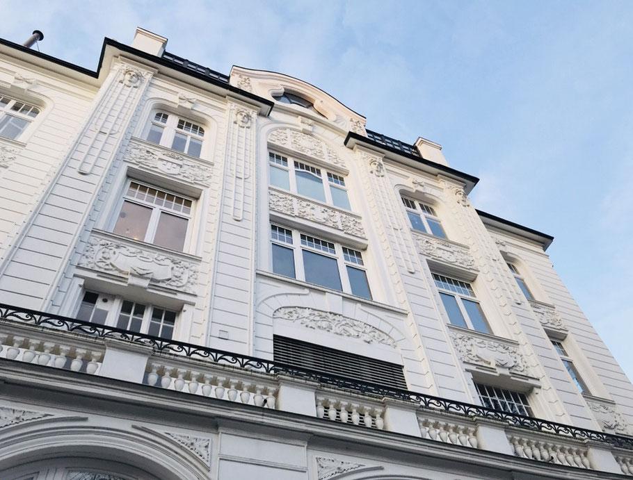 Die dominierenden Farben in Hamburg: Weiß, Blau, Grau.