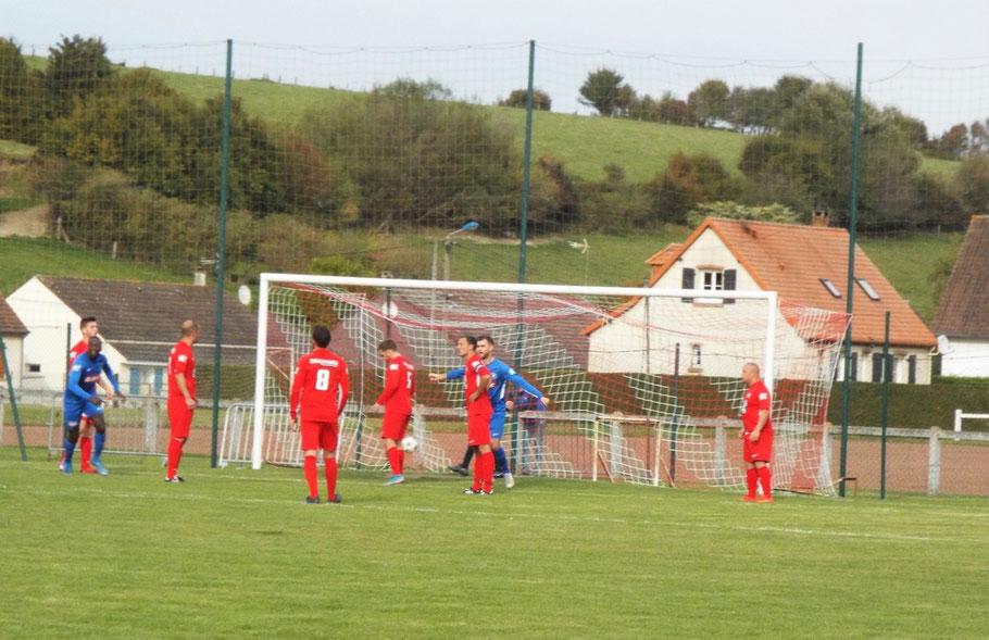 48ème : le gardien Anthony Manteau totalement masqué ne voit le départ du ballon et ne peut que constater les dégâts. 0 - 1