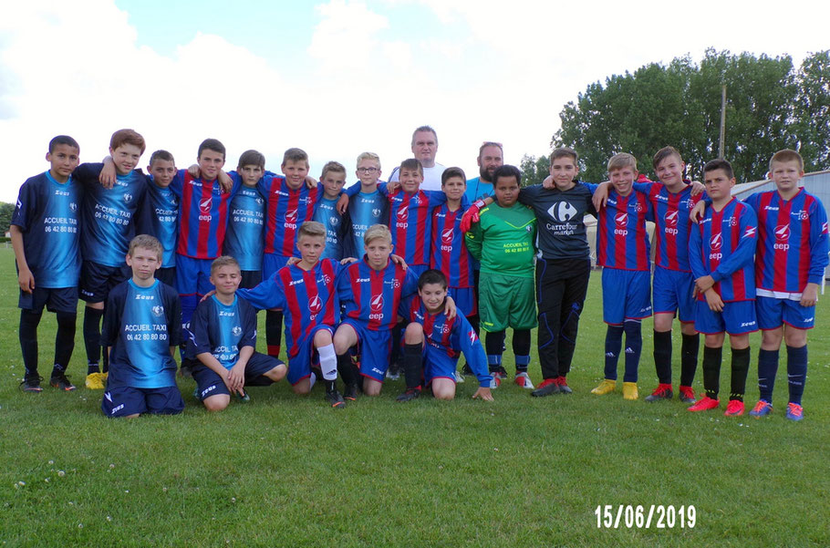 La photo souvenir toujours dans un esprit sportif avec l'équipe 2 du FC Ailly-sur-Somme Samara