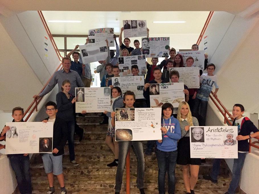 Die 4h mit Plakaten zu bekannten PysikerInnen