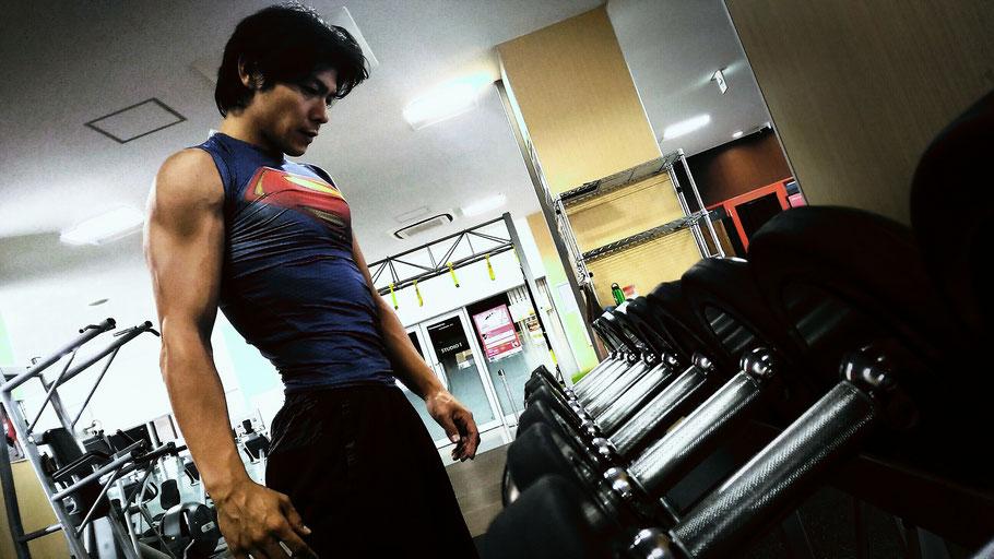 それは、重さを選んでいるのではない。自分の限界と向き合っているのだ。