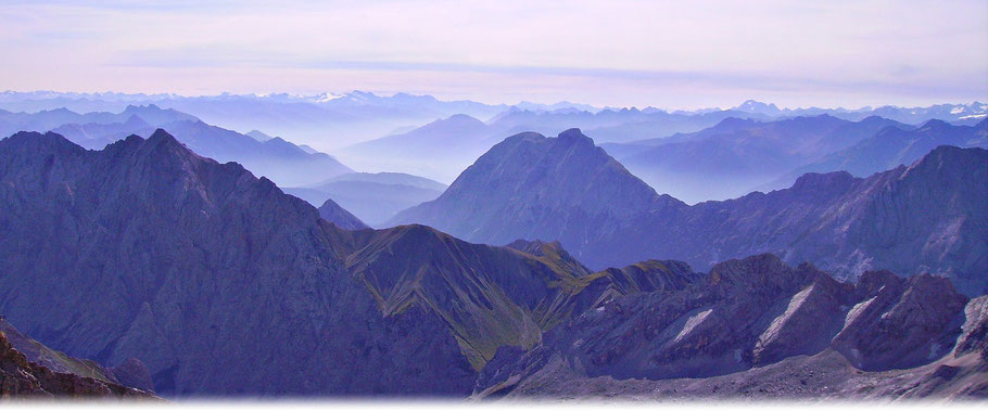 © Welt der Synoptik | Beständiges Alpenwetter mit Dunst und Nebel in den Tälern