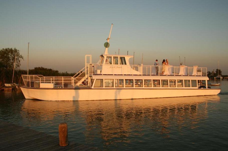 (c) Eventschiff