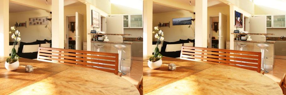 Gegenüberstellung zweier Immobilienfotos, links werden Teile verpixelt, rechts mit Fotos überdeckt