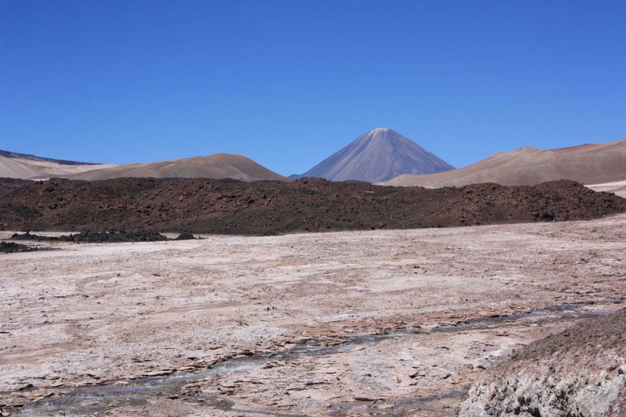 Asomaba imponente el volcán Peinado