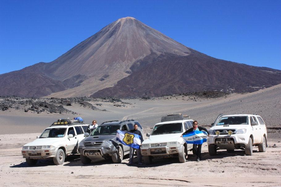 Nos despedimos del volcán agradecidos a la naturaleza por el espectáculo que nos brindaba y que quedaría grabado por siempre en nuestras retinas.