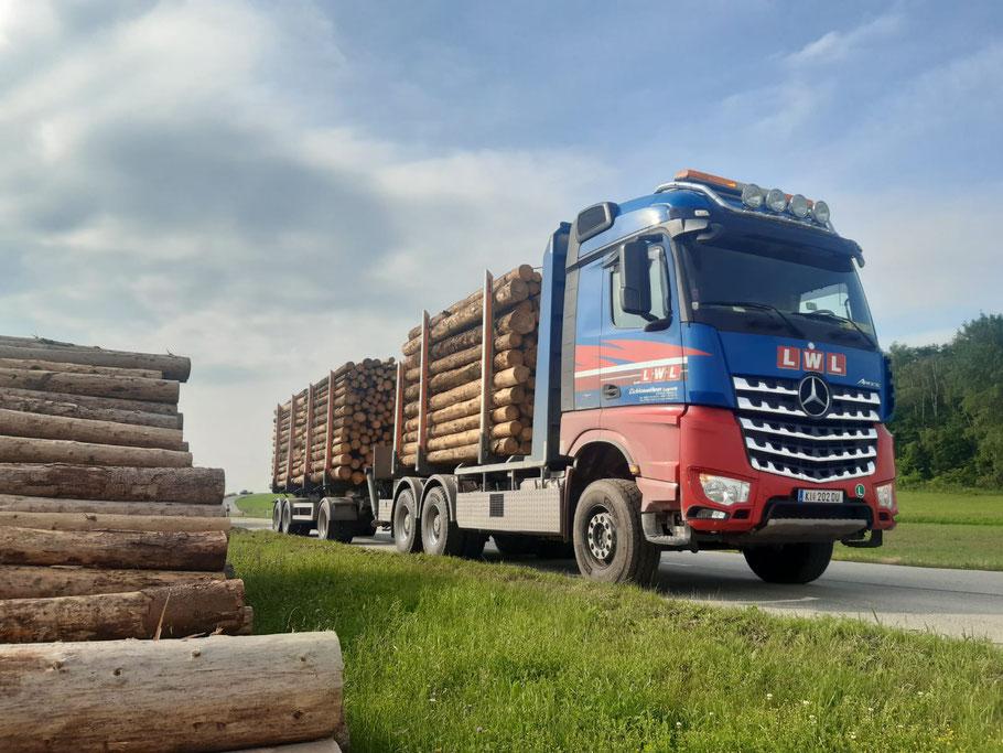 Holztransporter Lichtenwöhrer Logistik