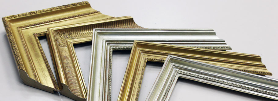 Handvergoldete Musterwinkel mit denen man Spiegel und Bilder rahmen kann