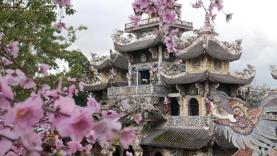 Truc Lam, un lieu de culte, tout ce qu'il y a de plus sobre et discret. J'adore !