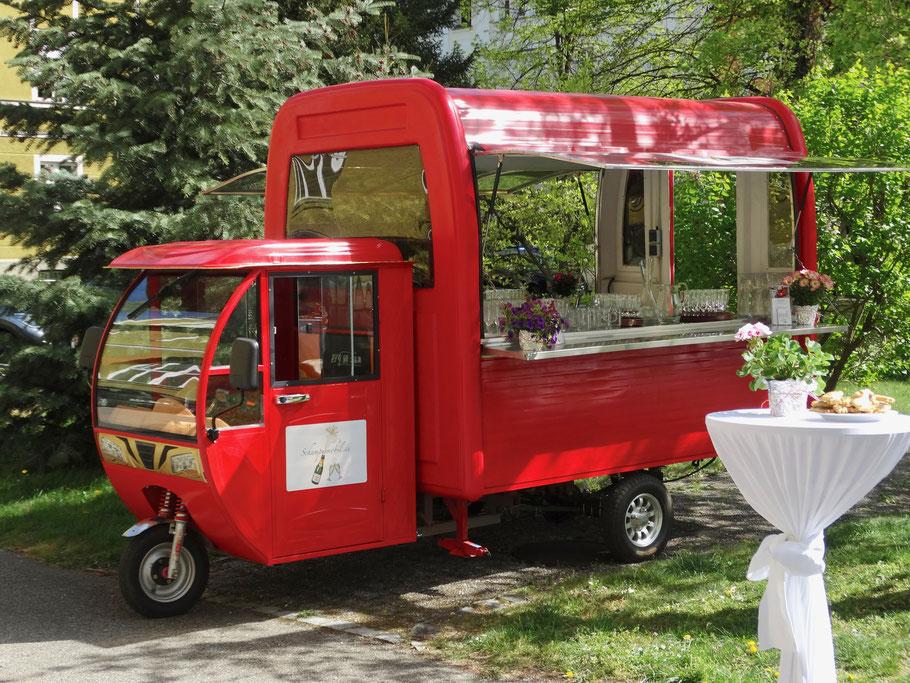 Das Schampusmobil - mobile Sektbar und Food Truck für mobiles Fingerfood - mobiler Kaffee- und Kuchenwagen für mobile Feiern