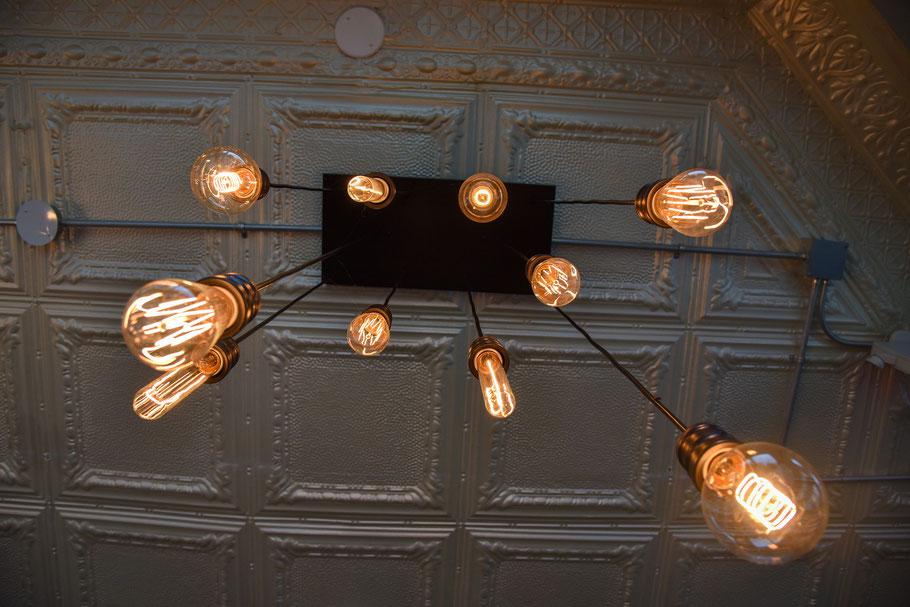 Günstige Deckenbeleuchtung für die Gastronomie in einem Restaurant