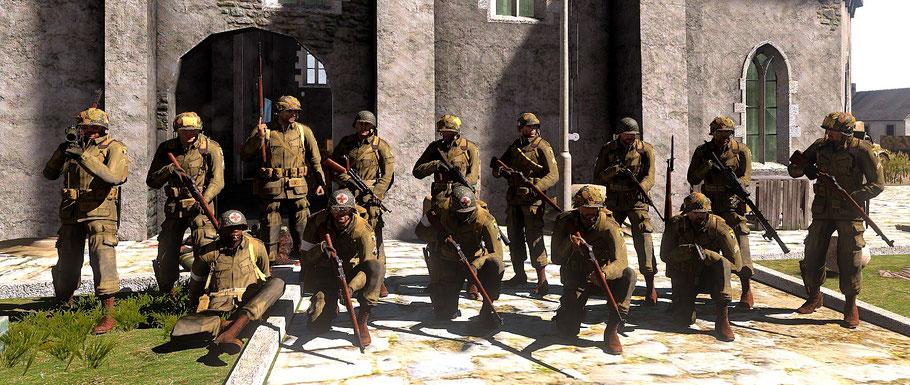 Männer des 1st Platoon, E Company, 2nd Battalion, 506th Parachute Infantry Regiment, 101st Airborne Division vor einer eroberten Kirche