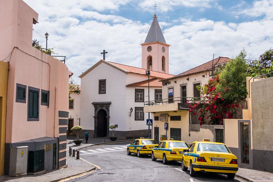 In elk dorp, hoe klein ook, staan de taxi's klaar. Madeira