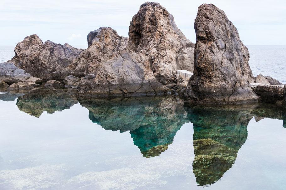 Porto Moniz, Madeira, Reflecties geven symmetrie in je foto