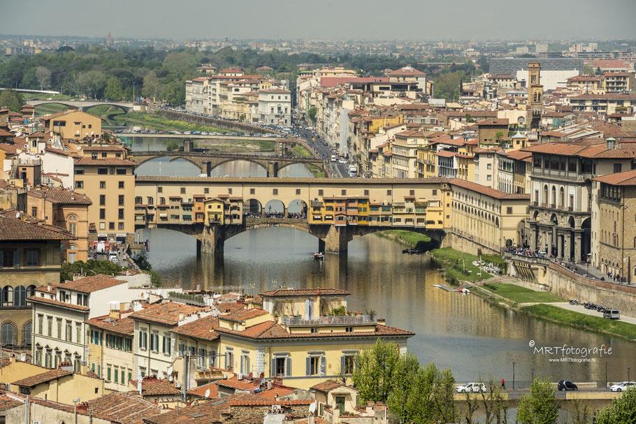 Florence ( Firenze) met de Ponte Vecchio over de rivier de Arno