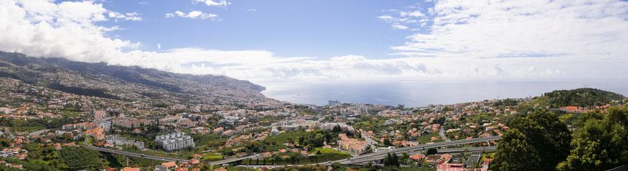 Zicht op Funchal vanaf de Pico dos Barcelos, Madeira