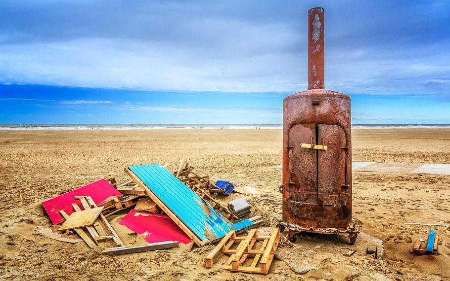 Firestarter.....? - strand Terschelling © JurjenVeerman