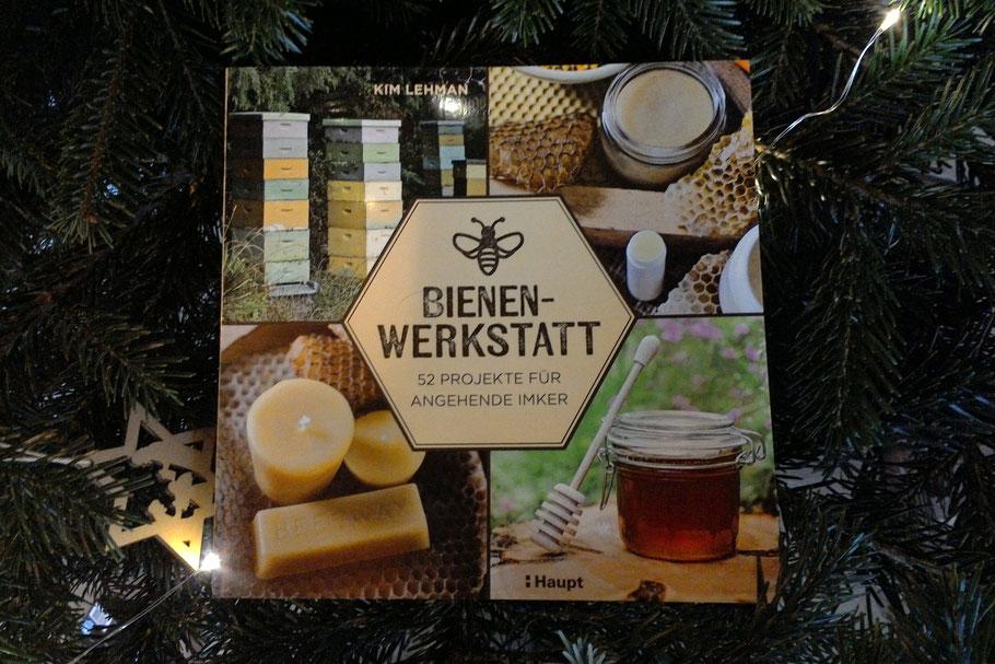 Kim Lehmann: Bienen-Werkstatt. 52 Projekte für angehende Imker, Bern 2018, ISBN 978-3-258-08039-0, Preis: 22 €