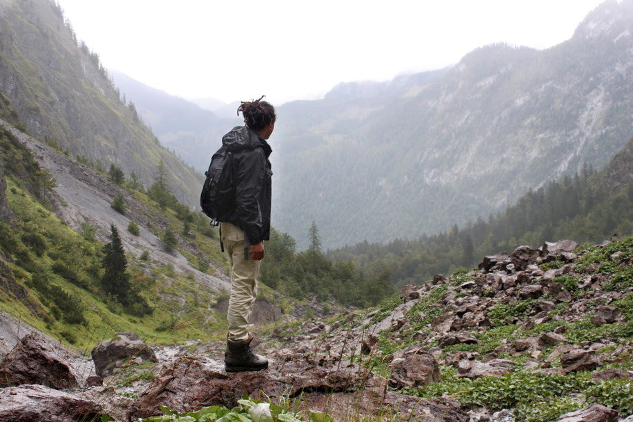 Der Watzmann hat sein Antlitz an diesem Tag hinter Nebelfeldern verborgen. Die Wanderung zur Eiskapelle, am Fuß des Berges hat sich trotzdem gelohnt. (c) Salomé Weber