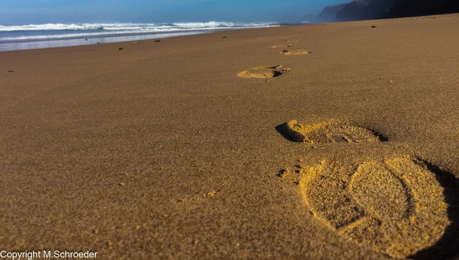 Playa de Cordoama Vila do Bispo Spuren im Sand Strand idyllisch einsam