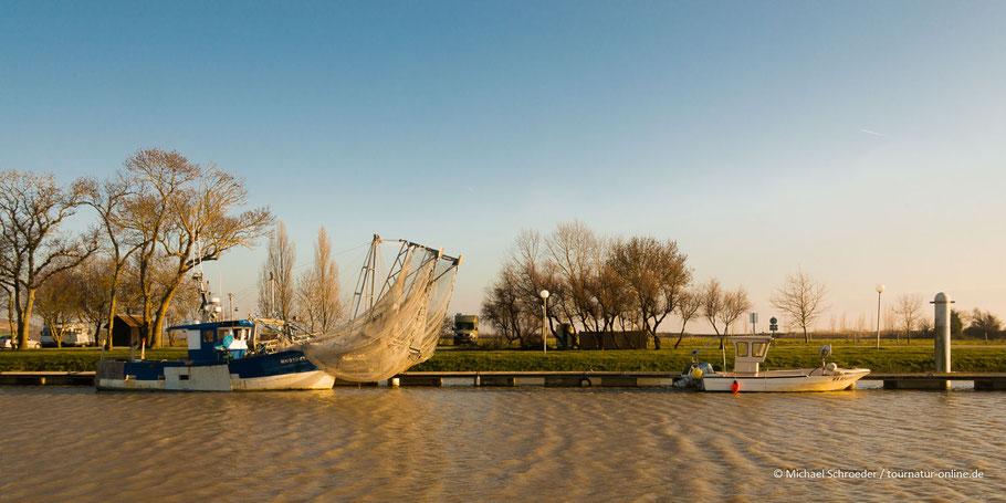 Wohnmobilstellplatz Wohnmobil Hafen Fischerboot Gironde Bordeaux Mortagne-surGironde