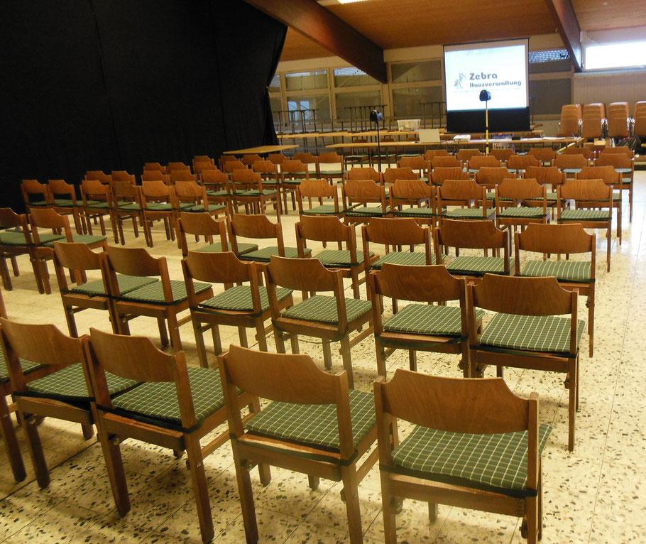 WEG Versammlung mit Beamer und Lautsprecher