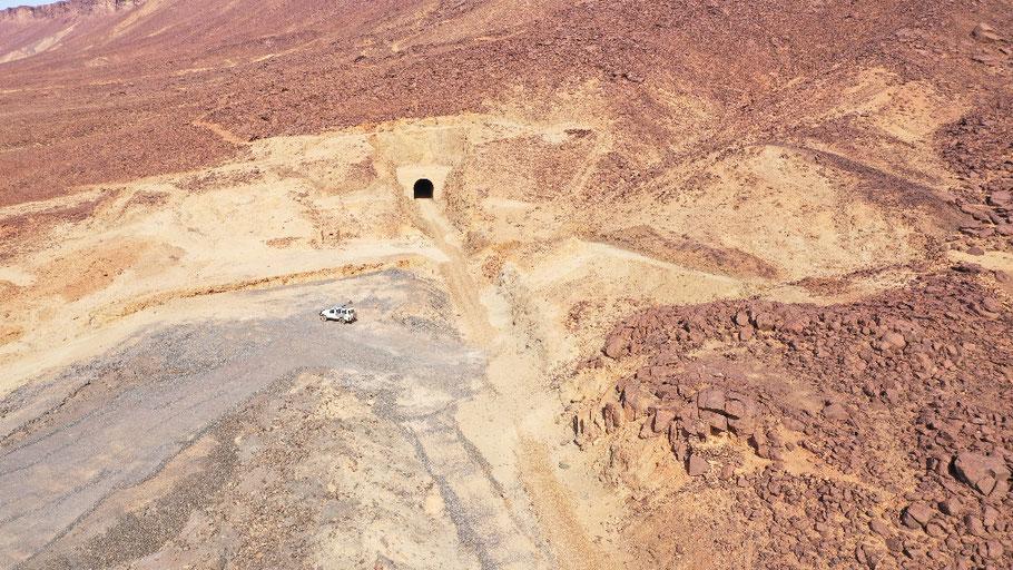 Der alte nicht mehr benutzter Bahntunnel nahe Choum