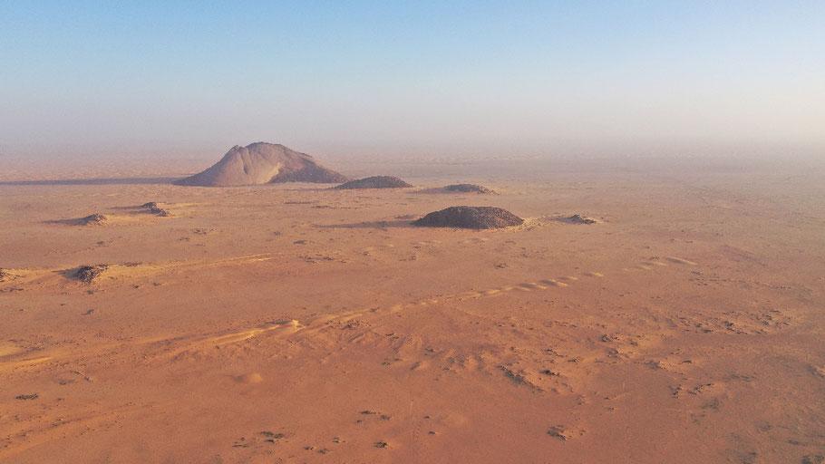 Die Nordseite des Ben Amira - der größte Monolith Afrikas