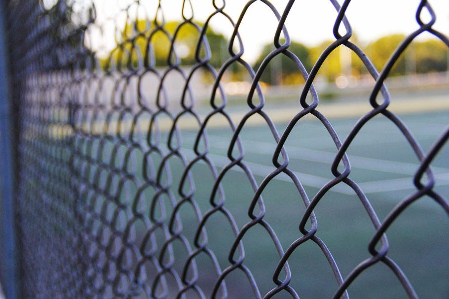 Metallbau Arbeiten rund um das Gebäude - Tor einbauen oder Zaun reparieren in Frankfurt und Umgebung