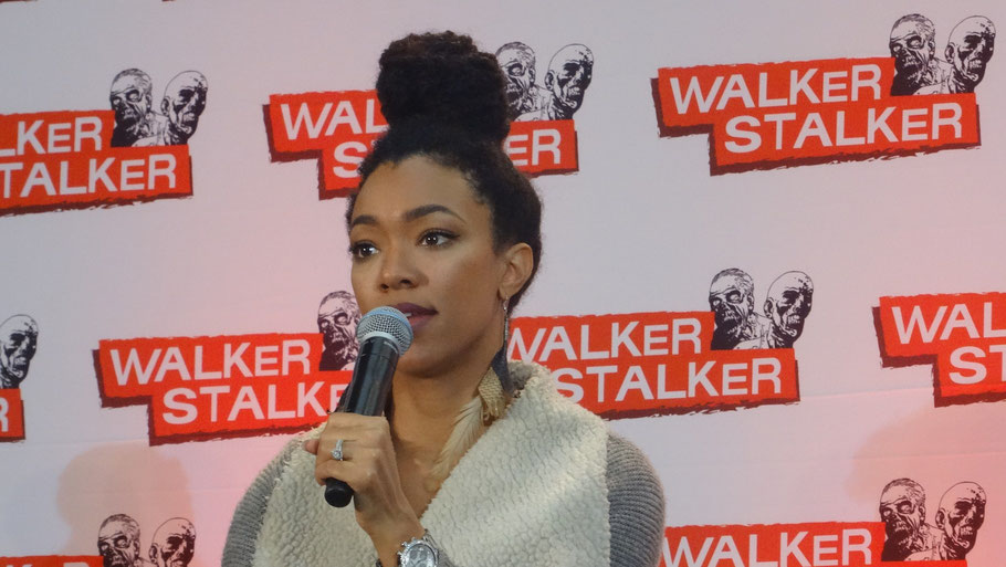 Sonequa Martin Green at Walker Stalker Con